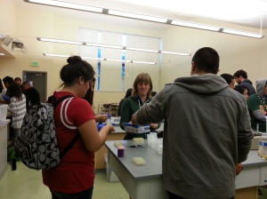 Zoe leading high schoolers at Overfelt in an experiment to transform bacteria with a plasmid carrying GFP.